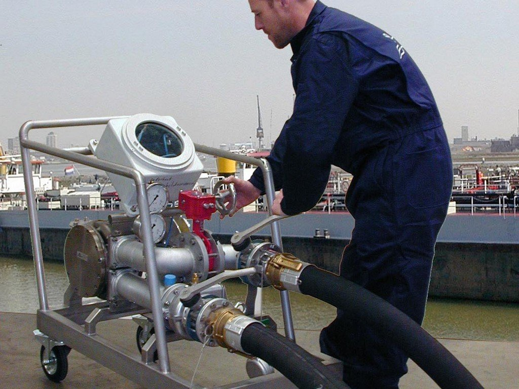 ODS kalibreert brandstofmeters in de scheepvaart met een zeer nauwkeurige mobiele mastermeter